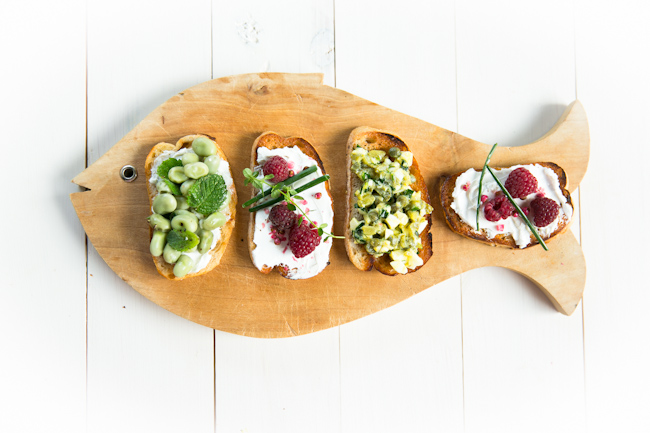 crostini-with-toppings